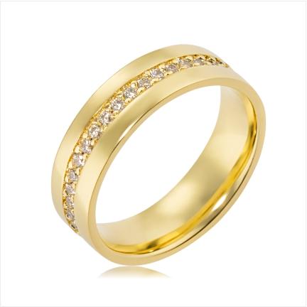 Aliança folheada a ouro reta com pedras no centro de 6 mm