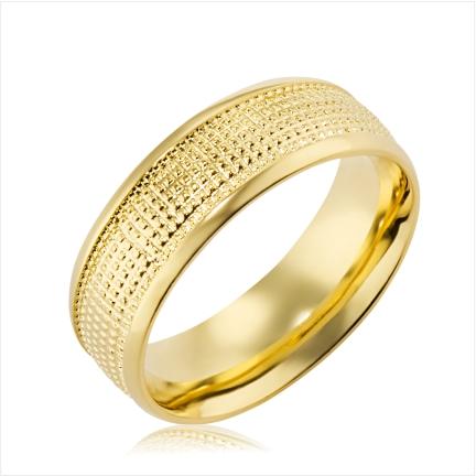 Aliança folheada a ouro abaulada anatômica de 7 mm com trabalhado